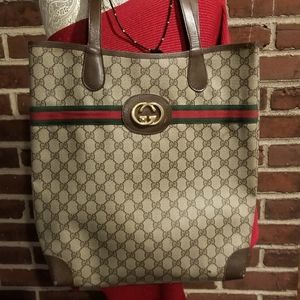 JUMBO Gucci Tote with signature webbing
